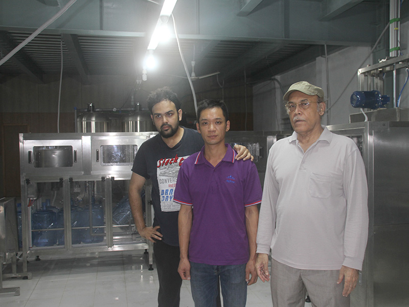 Shenzhen J&D Drinking Water install&train 5 Gallon Filling Line in Bangladesh